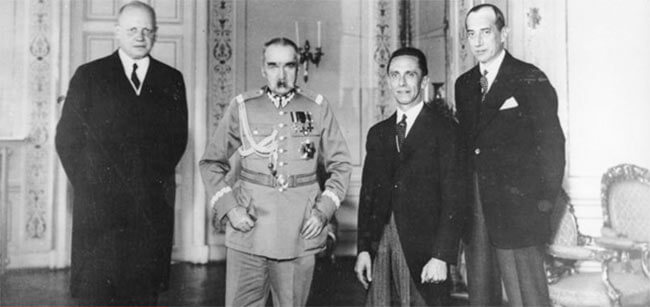 Коллективное фото после подписания пакта о ненападении между Германией и Польшей