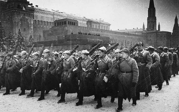 Парад 7 ноября 1941 красная площадь - Москва