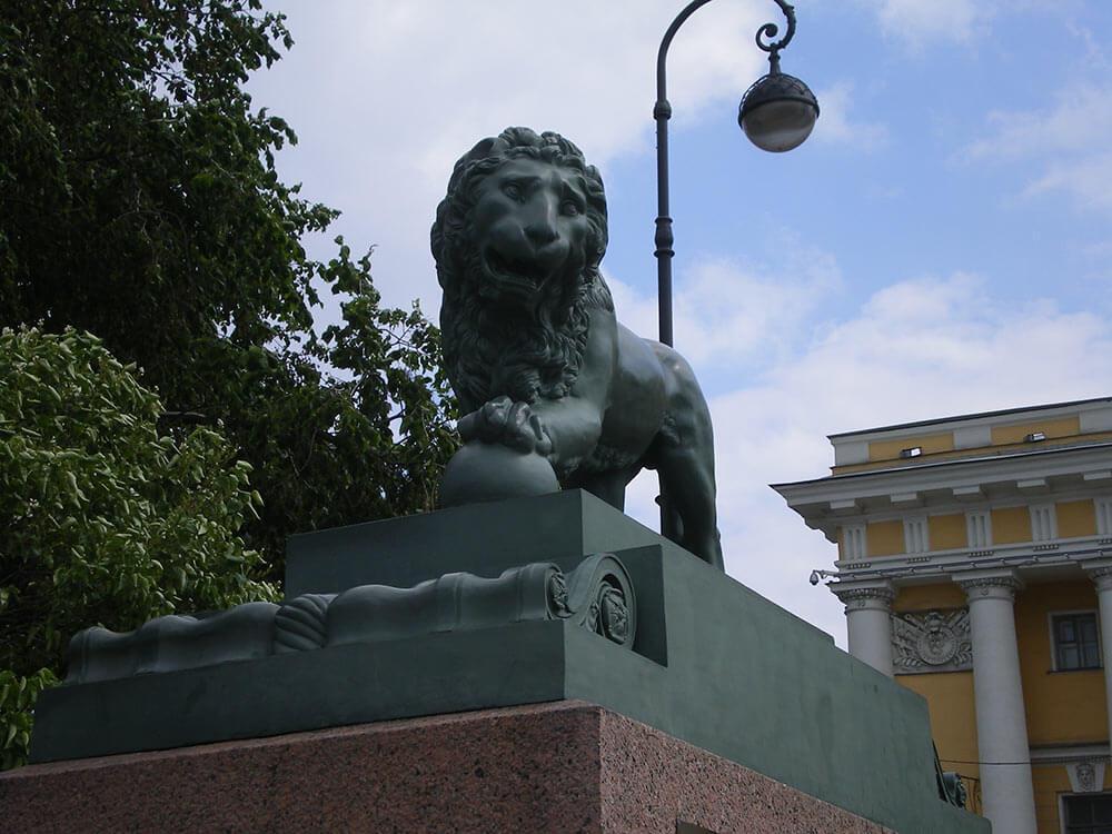 Памятник льву в городе Львов