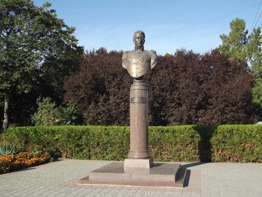 Франц Деволан - памятник