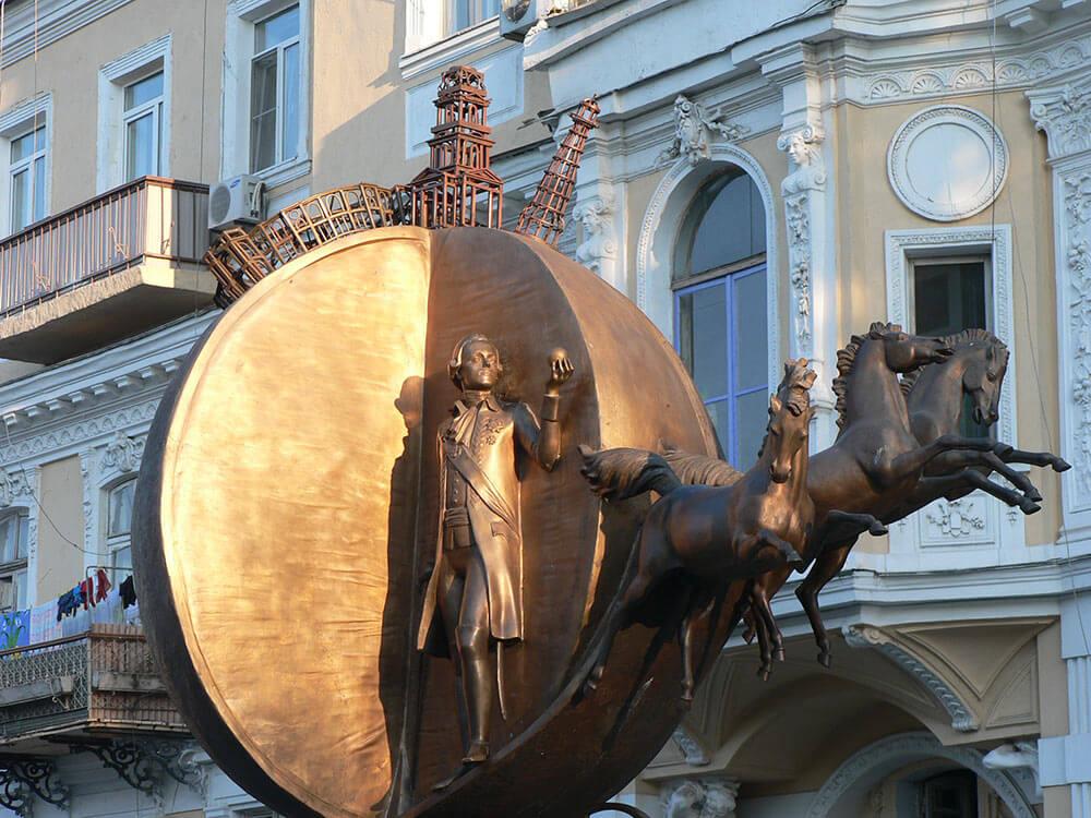 Памятник апельсину Одесса