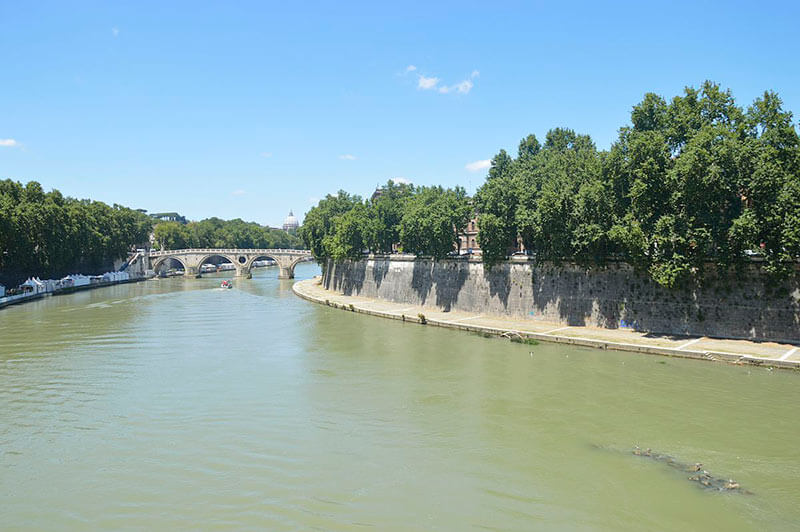 Левый берег реки Тибр - Рим