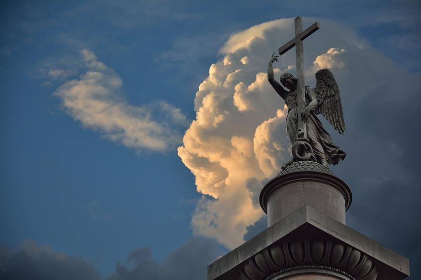 Ангел на Александровской колонне