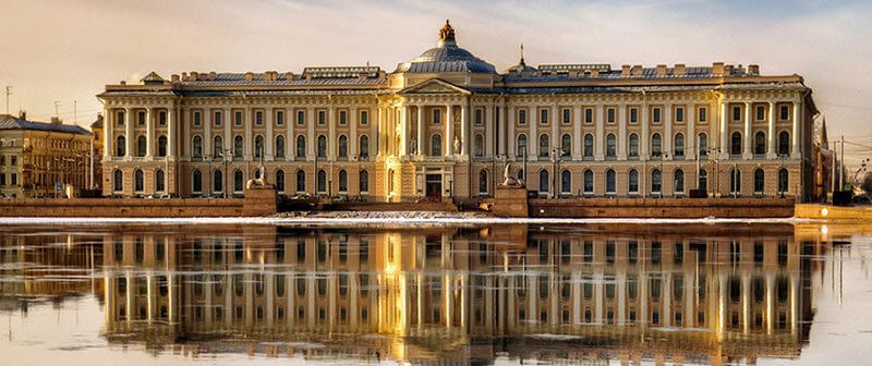Фасад Академии художеств - Санкт-Петербург