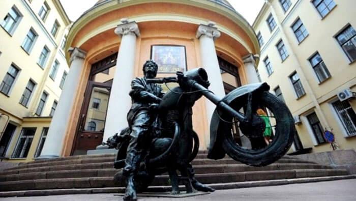 Памятник Виктору Цою в Санкт-Петербурге