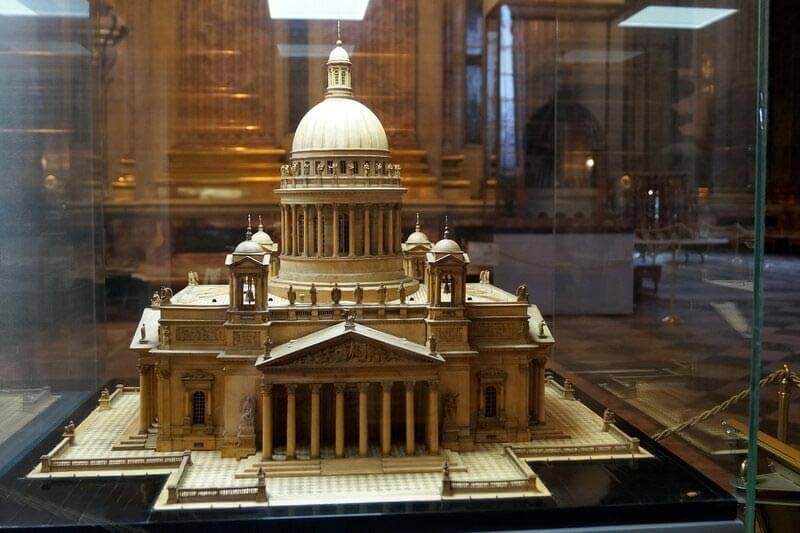 Современная модель Исаакиевского собора